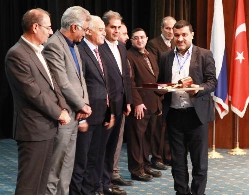 فولاد خوزستان نشان عقاب طلایی اجلاس توسعه صادرات ایران را دریافت کرد